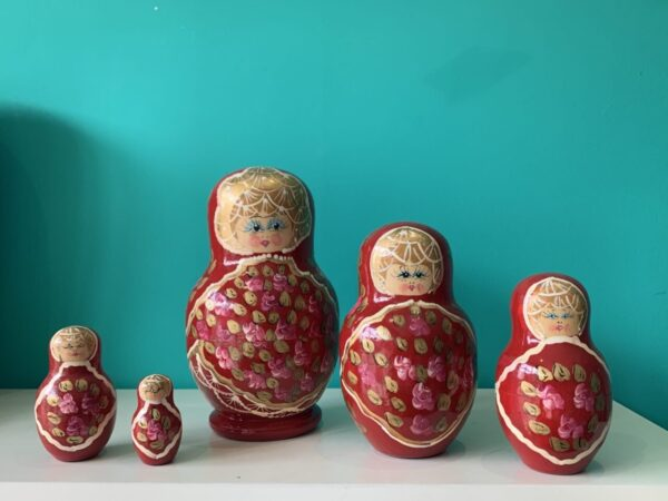 russian dolls red scaled